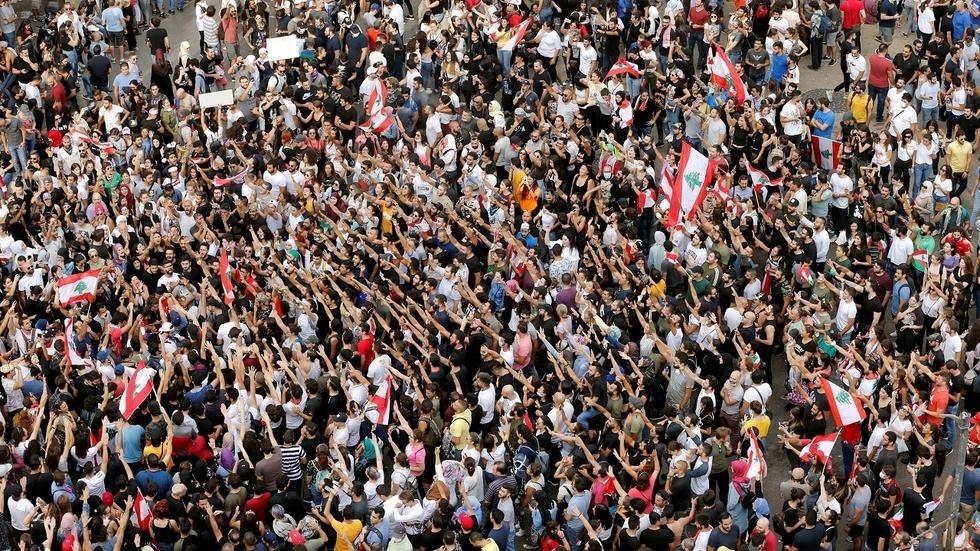 وحزب يدعم الاحتجاجات